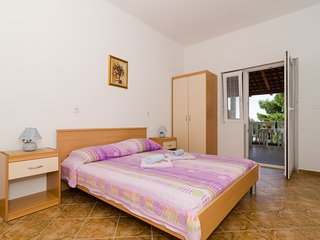 Cozy room in Korita with Parking, Internet, Terrace