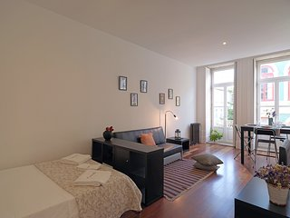 Cosy studio in the center of Porto with Internet, Washing machine, Balcony