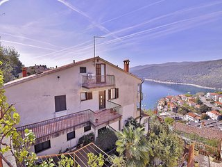 Cozy apartment in the center of Rabac with Parking, Internet, Terrace
