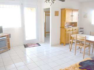 Cozy apartment close to the center of La Londe-les-Maures with Parking, Washing