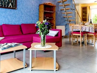 Cozy house in the center of Brélès with Parking, Internet, Washing machine, Terr