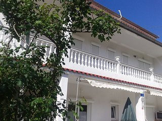Spacious apartment in the center of Palit with Parking, Internet, Washing machin