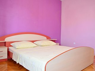 Cozy apartment in the center of Brodarica with Parking, Internet, Air conditioni
