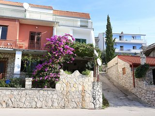 Cozy apartment very close to the centre of Tisno with Parking, Internet, Air con