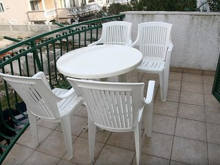 Cozy apartment close to the center of Vodice with Parking, Internet, Air conditi