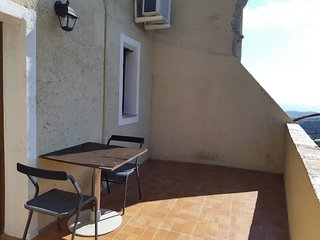 Cosy studio in the center of Badolato with Parking, Internet, Air conditioning,