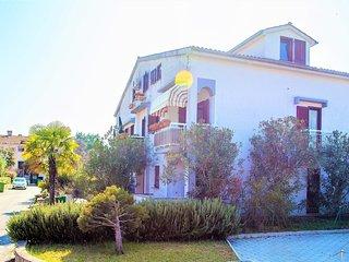 Spacious apartment very close to the centre of Poreč with Parking, Internet, Air