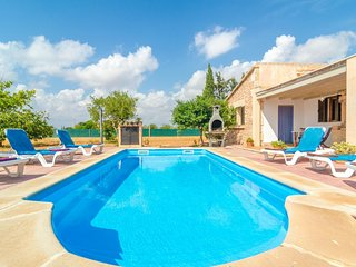 Spacious villa in Campos with Parking, Washing machine, Pool