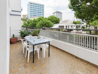 Spacious apartment very close to the centre of Grau i Platja with Parking, Washi