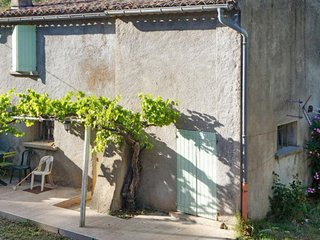 Cozy house close to the center of Taradeau with Parking, Washing machine, Pool,