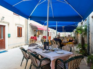 Cozy room in the center of Ston with Internet, Air conditioning