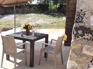 Cosy studio close to the center of Alessano with Parking, Internet, Air conditio