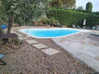 Spacious villa very close to the centre of Eyragues with Parking, Internet, Wash