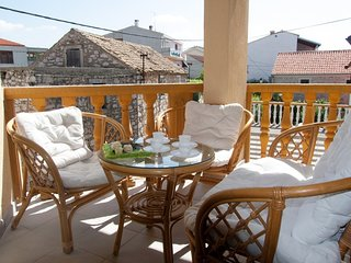 Cozy apartment in the center of Pakoštane with Parking, Internet, Air conditioni