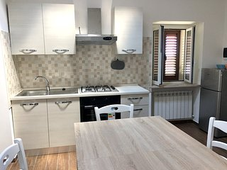 Spacious apartment very close to the centre of Chieti with Parking, Internet, Ga