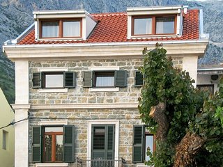 Spacious apartment in the center of Baska Voda with Parking, Internet, Air condi