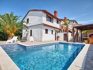 Spacious apartment in Pula with Parking, Internet, Air conditioning, Pool