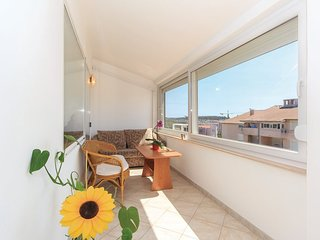 Spacious apartment very close to the centre of Pula with Parking, Washing machin