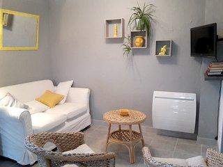 Cozy house in Villeneuve with Parking, Internet, Washing machine, Garden