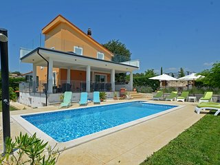 Spacious villa in the center of Kurili with Parking, Internet, Washing machine,