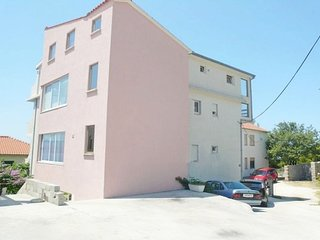 Cozy apartment in Dugi Rat with Parking, Internet, Air conditioning, Balcony