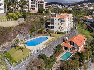 Spacious apartment very close to the centre of Estreito da Calheta with Lift, Pa