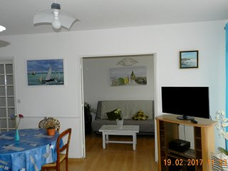Cozy apartment very close to the centre of Ouistreham with Parking, Washing mach