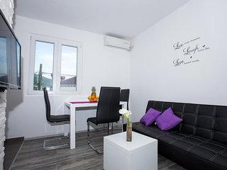 Cozy apartment in the center of Rozat with Parking, Internet, Air conditioning,