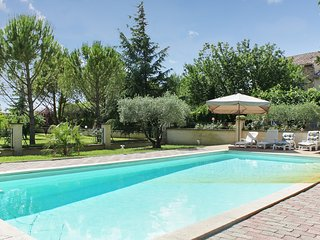 Spacious villa in the center of Althen-des-Paluds with Parking, Internet, Washin