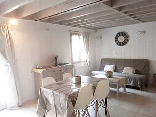Cozy house close to the center of Ablon with Parking, Washing machine, Air condi