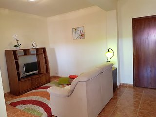 Spacious apartment very close to the centre of Salir with Parking, Washing machi