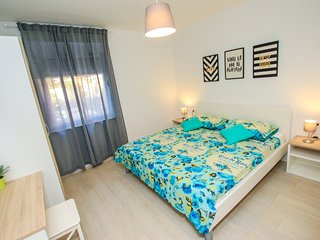 Spacious apartment in the center of Peroj with Parking, Internet, Air conditioni