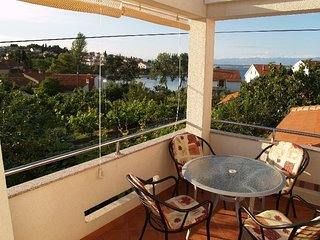 Cozy apartment in the center of Preko with Parking, Internet, Air conditioning,