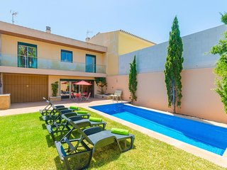 Spacious villa in Vilafranca de Bonany with Internet, Washing machine, Air condi