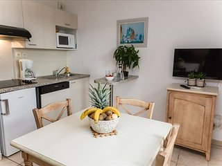 Cosy studio in the center of Grimaud with Parking, Internet, Air conditioning, P