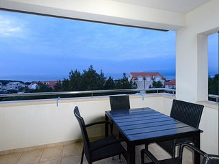 Spacious apartment very close to the centre of Supetar with Parking, Internet, W