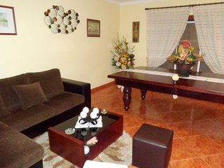 Spacious apartment in the center of Tomar with Lift, Parking, Internet, Washing