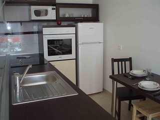 Spacious apartment in the center of Neviđane with Parking, Internet, Washing mac