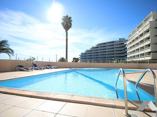 Cozy apartment in Canet-en-Roussillon with Pool, Garden, Terrace