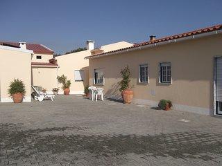 Spacious house close to the center of São Bartolomeu dos Galegos with Parking, I