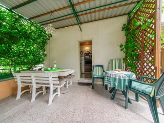 Cozy apartment in the center of Postira with Internet, Washing machine, Terrace