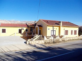 Spacious apartment very close to the centre of Pag with Parking, Internet, Washi