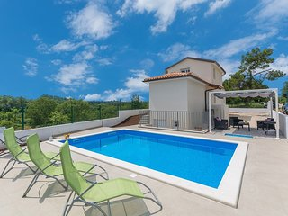 Cozy villa very close to the centre of Šorići with Parking, Internet, Washing ma
