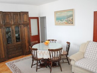 Spacious apartment very close to the centre of Split with Lift, Internet, Washin