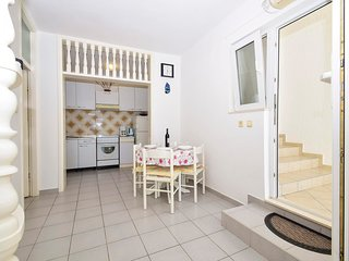 Cozy apartment close to the center of Tisno with Parking, Internet, Air conditio