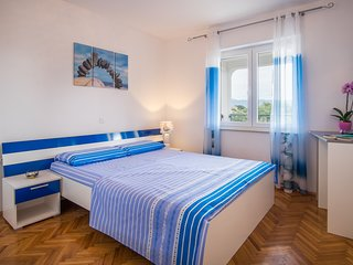 Cozy apartment in the center of Vrbnik with Parking, Internet, Air conditioning,
