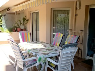 Spacious apartment in the center of Hyeres with Parking, Internet, Washing machi