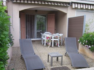 Cozy apartment close to the center of Saint-Cyr-sur-Mer with Parking, Washing ma