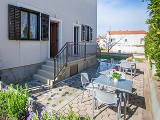 Cozy apartment in Porec with Parking, Internet, Air conditioning