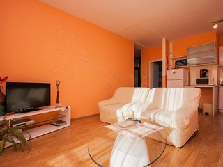 Spacious apartment in the center of Brodarica with Parking, Internet, Air condit